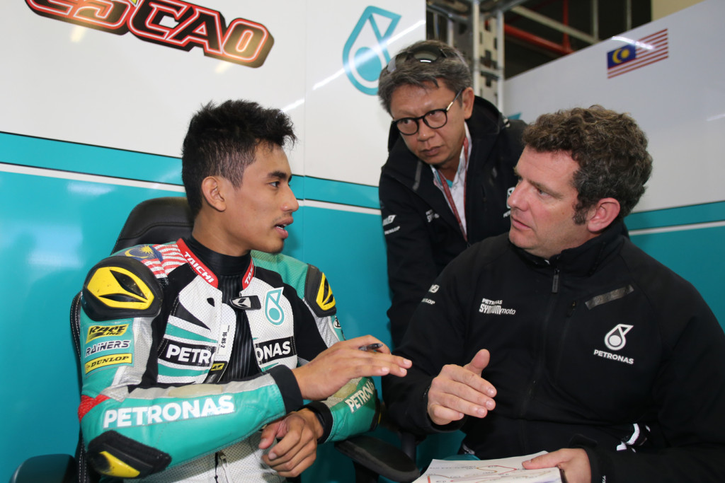 Hafizh Syahrin talking to his team engineers during the Spanish Grand Prix