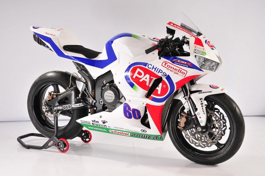 pata-honda-2014-world-superbike-and-supersport-team-introduced_16