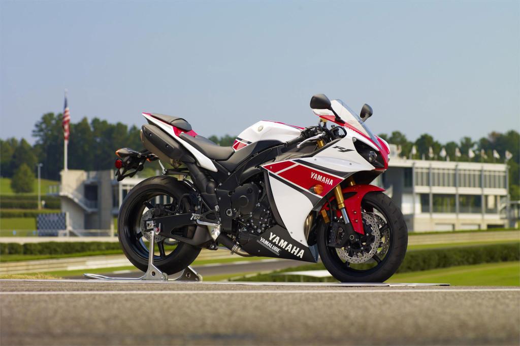 2012-Yamaha-YZFR1b