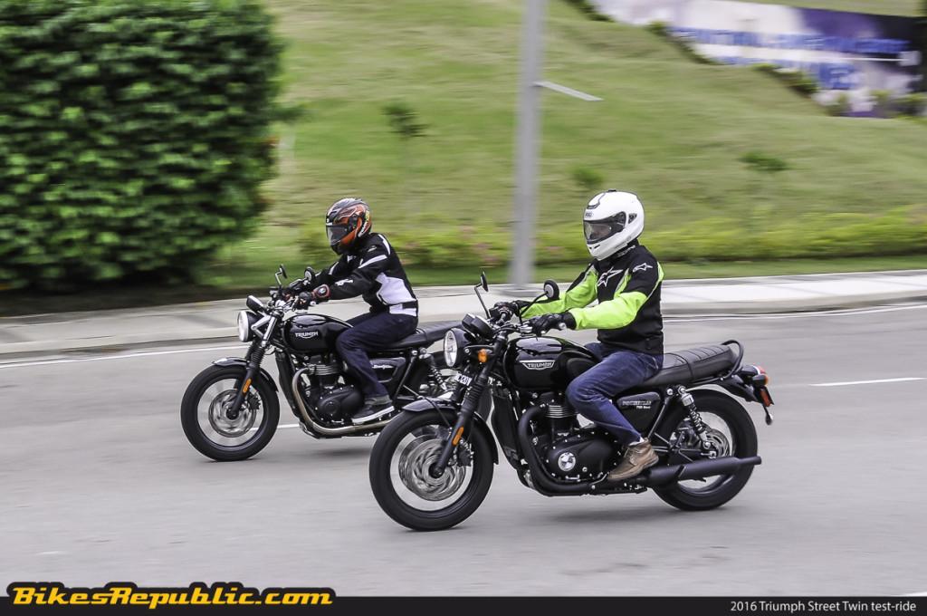 BR_Triumph_Street_Twin_Bonneville_T120Black_rolling_