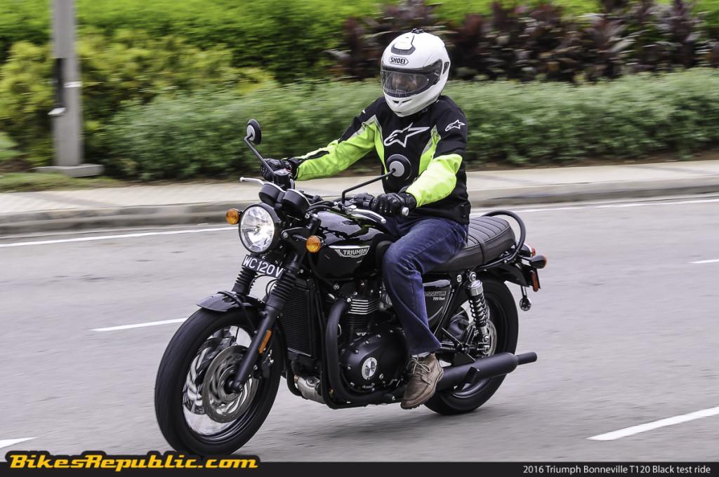 BR_2016_Triumph_Bonneville_T120_Black_test_ride_Rolling_-2