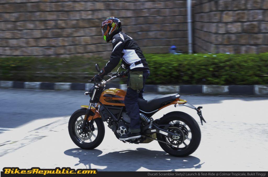 BR_Ducati_Scrambler_Sixty2_launch&testride_rolling_-4