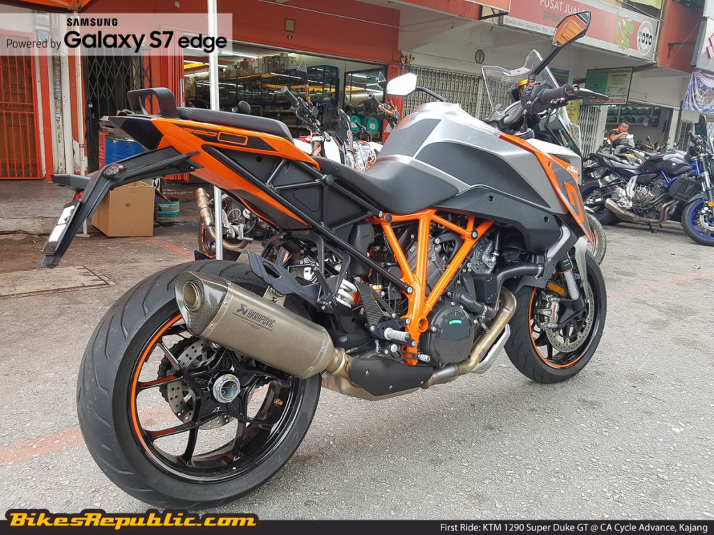 BR_Samsung_First_Ride_KTM_1290_Super_Duke_GT_-4