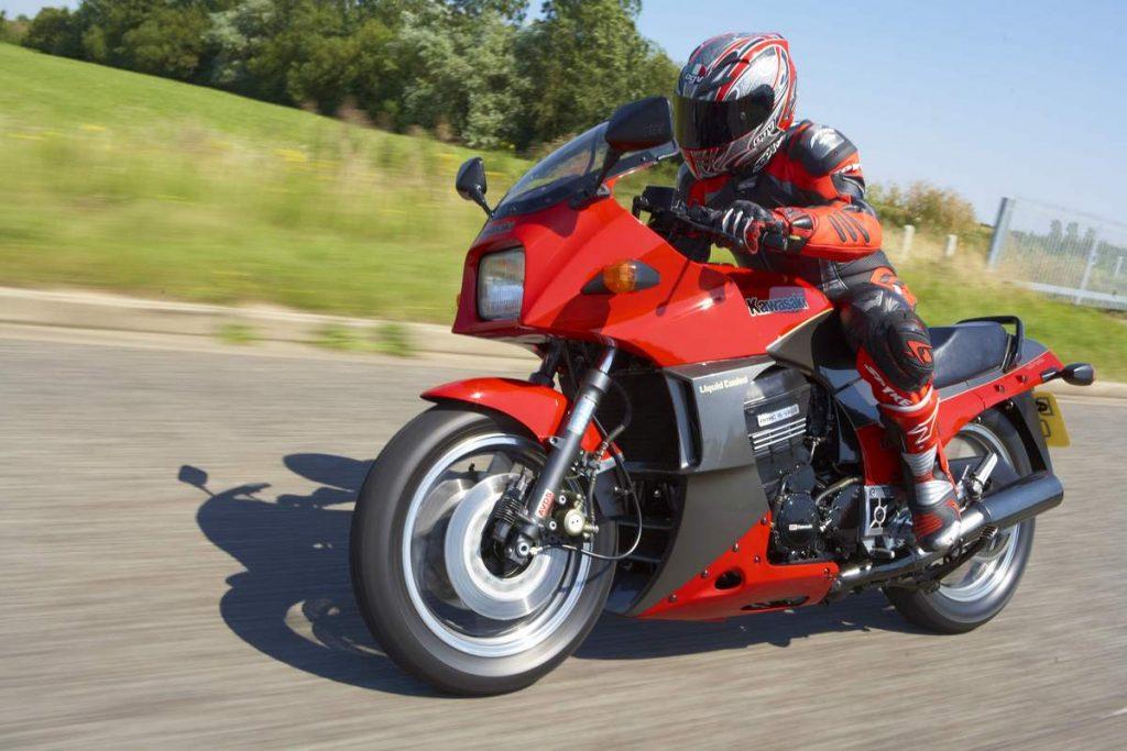 Kawasaki GPZ900R (image credit: classic-motorbikes.net)