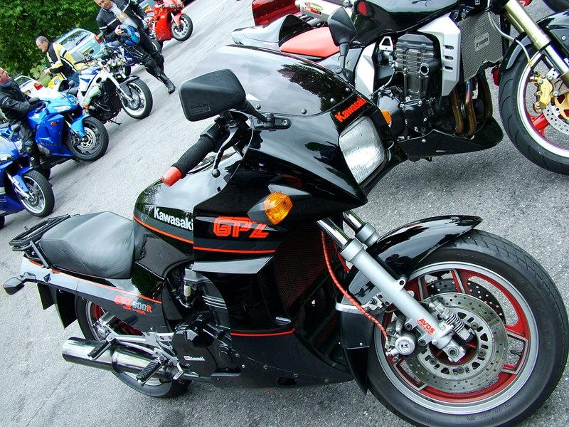 Kawasaki GPZ900R (image credit: Reg Mckenna via Wikipedia)