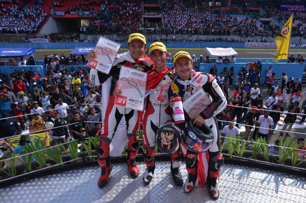 SS600 winner - from left, Dimas, Gerry and Zaqhwan