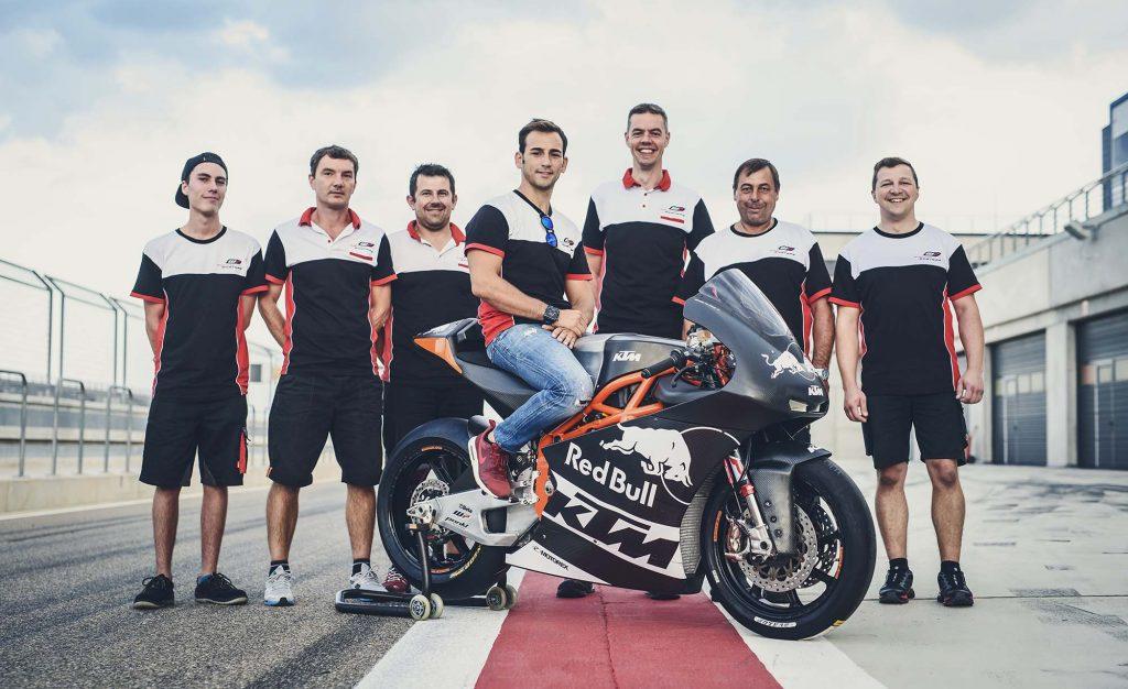 ktm-moto2-race-bike-debut-02