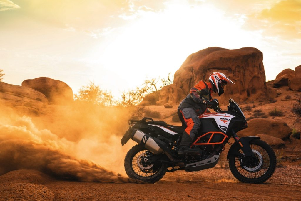 ktm-1290-super-adventure-r_action-03