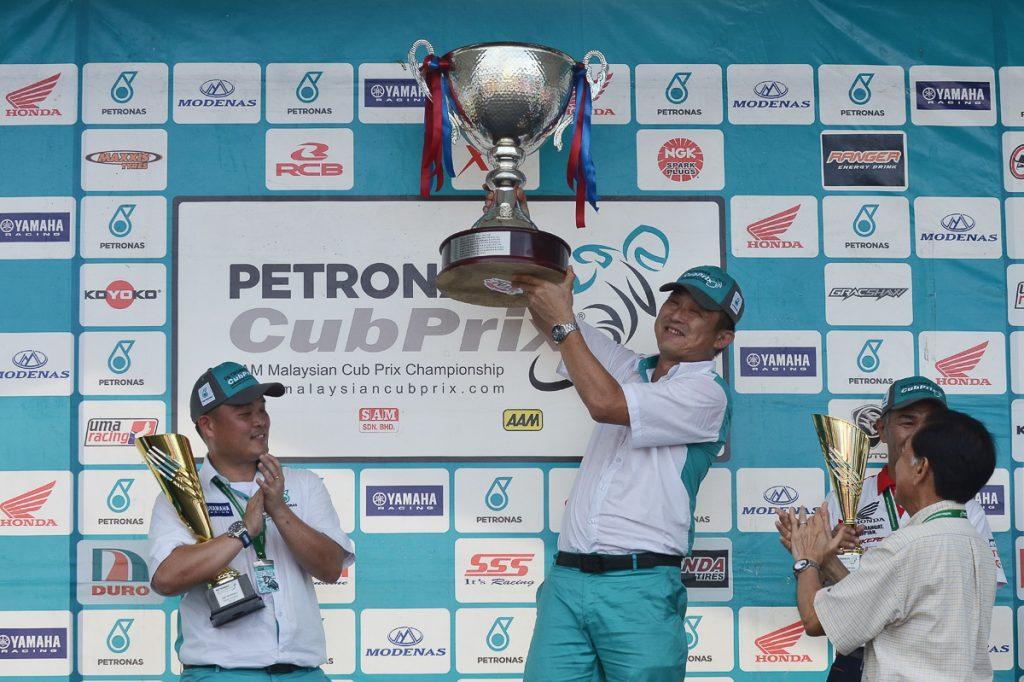 cp130-team-overall-petronas-yamaha-maju-motor-manager-yong-ying-hoe