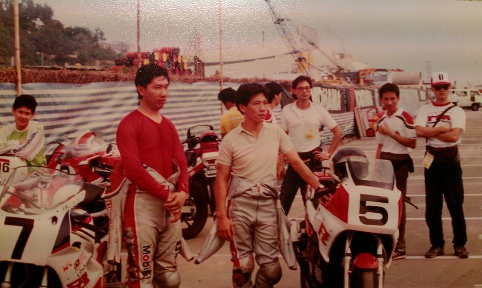 Oh Kah Beng (Centre) in his early days of racing. (Image source: Facebook)