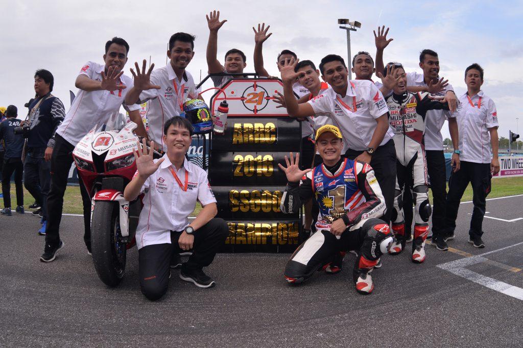 zaqhwan-duduk-kanan-meraikan-kemenangan-bersama-pasukan-musashi-boon-siew-honda-racing