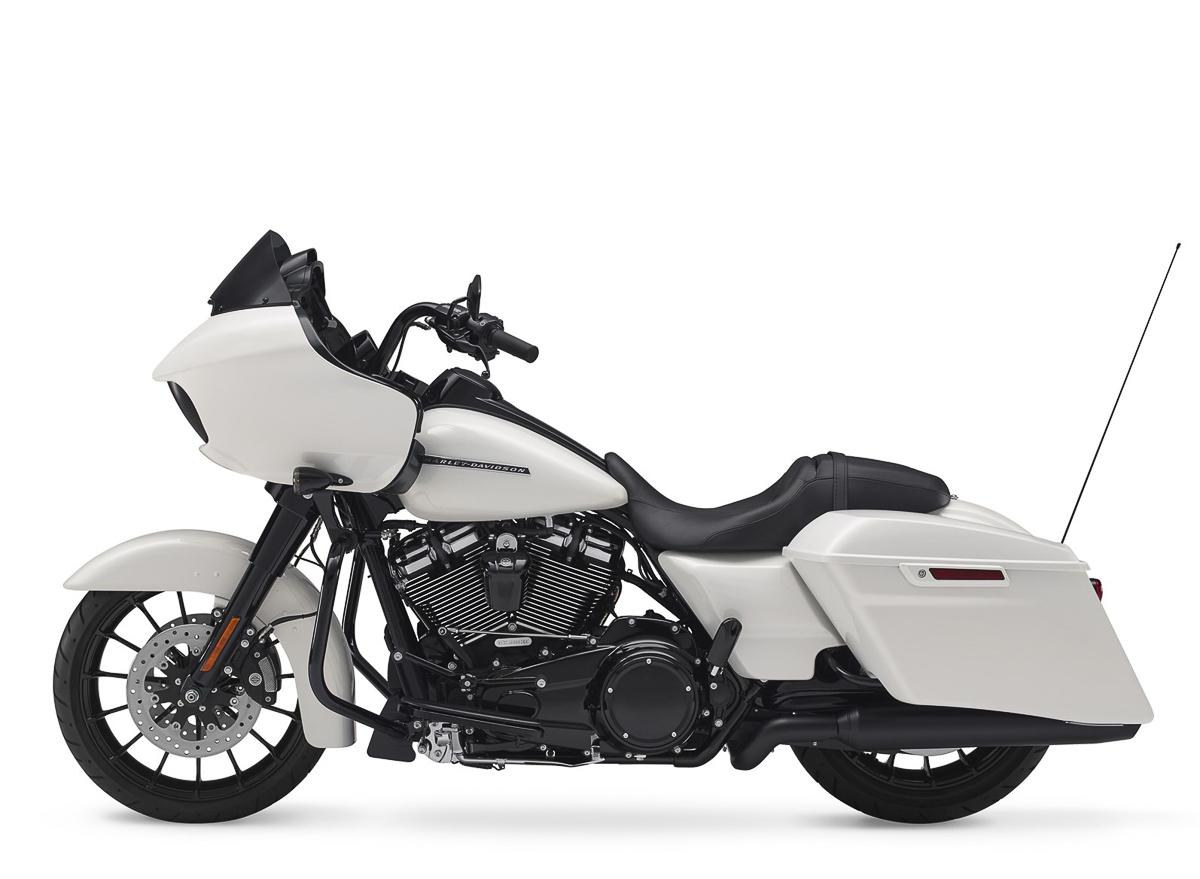 2018 Harley-Davidson CVO Street Glide Road Glide Limited_26