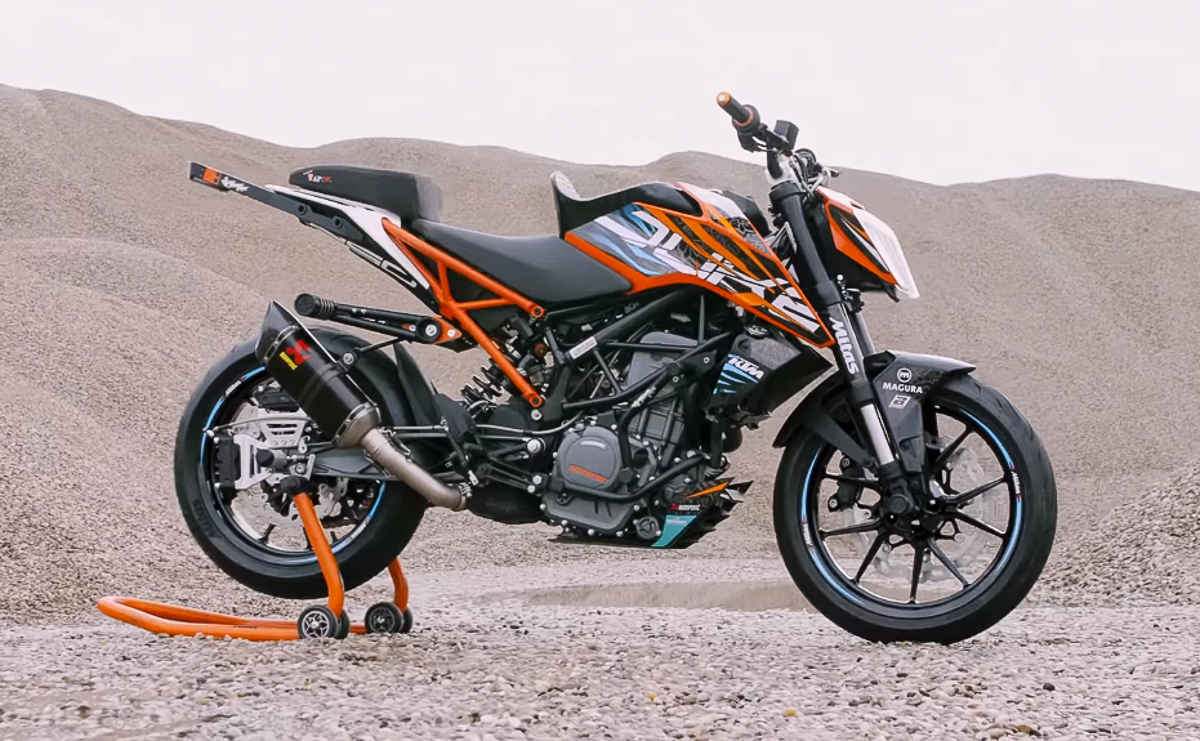 Check out Rok Bagoros' latest 2018 KTM 250 Duke stunt bike