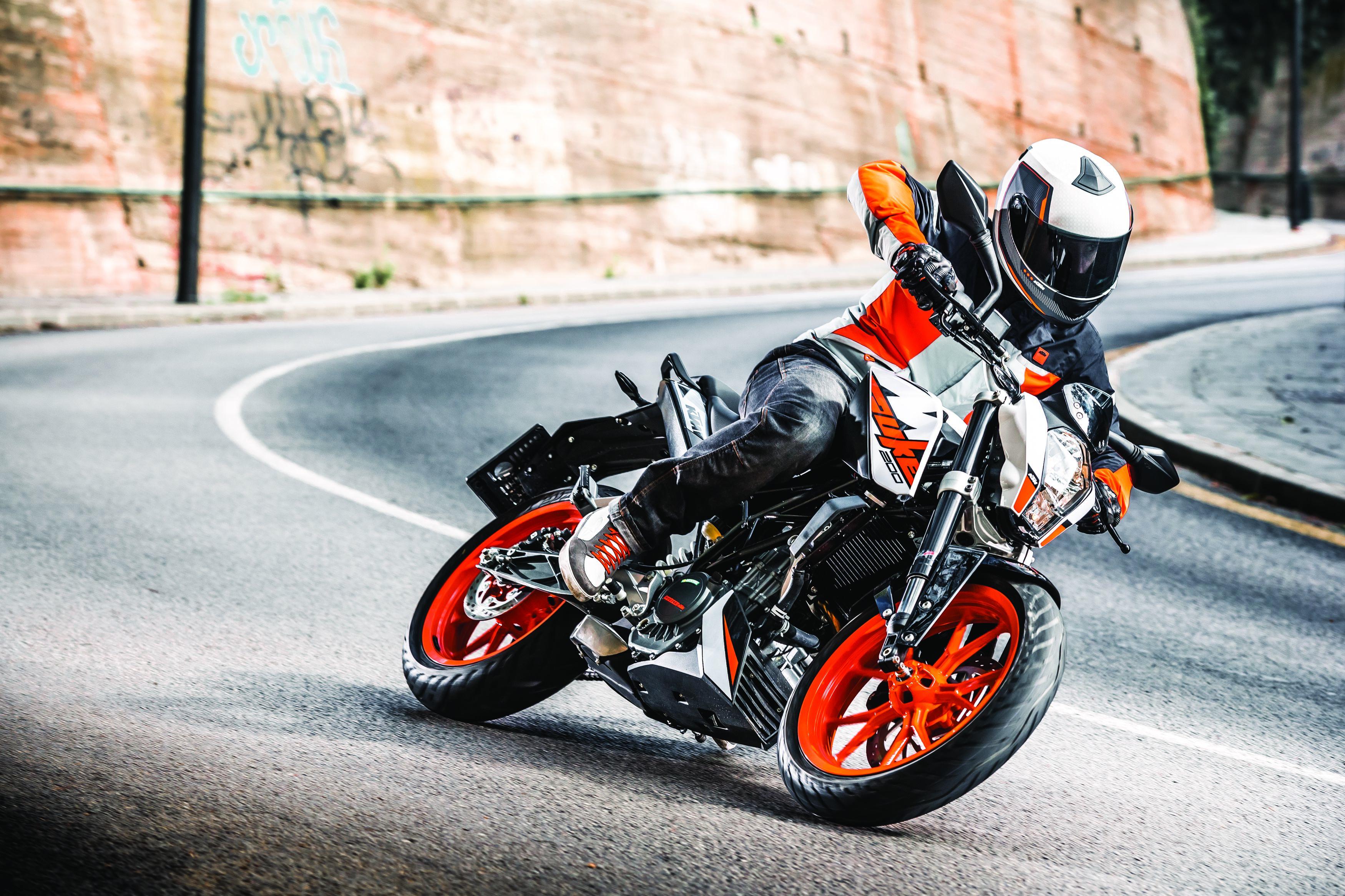 Street Fighter Motorcycle >> KTM Malaysia Launches 2018 KTM 200 Duke at KTM Orange ...