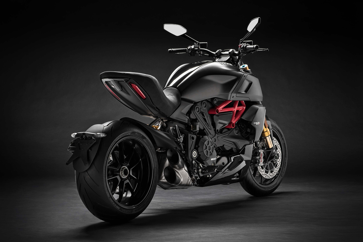 2019-Ducati-Diavel-1260-S-EICMA-2018_4.jpg