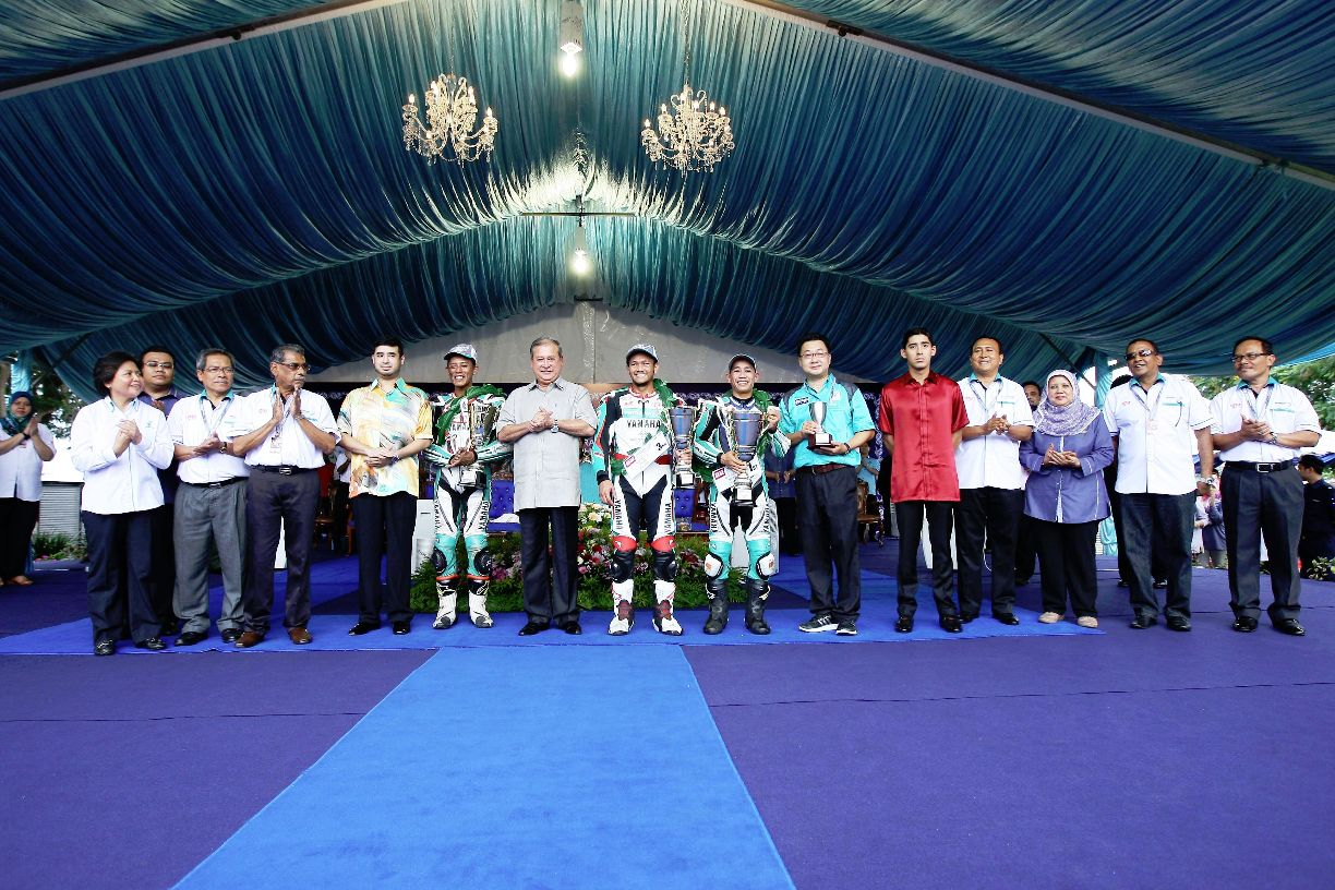 CP130 winners with the Sultan of Johor Sultan Ibrahim Ibni Almarhum Sultan Iskandar