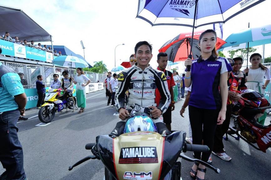 Iskandar Raduan on the CP130 starting grid in Kangar