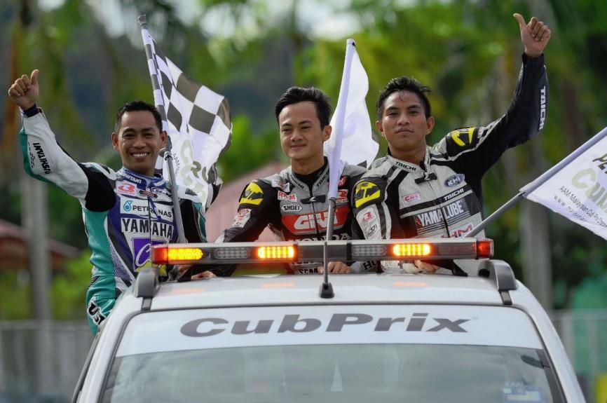 Iskandar Raduan (right) during the CP130 podium ceremony