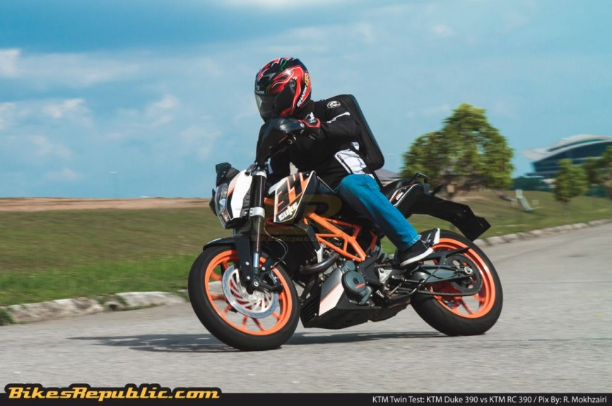 KTM_Twin_Test_Duke_390_004