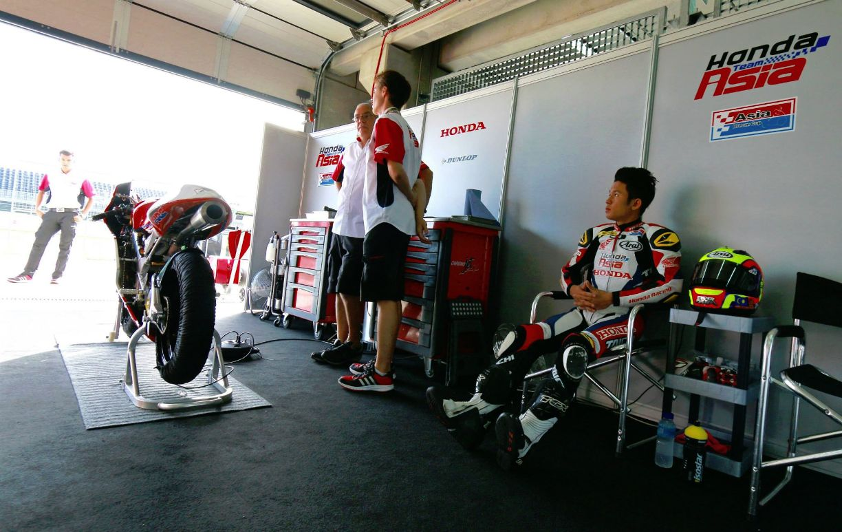 Khairul Idham Pawi in his pit at Aragon