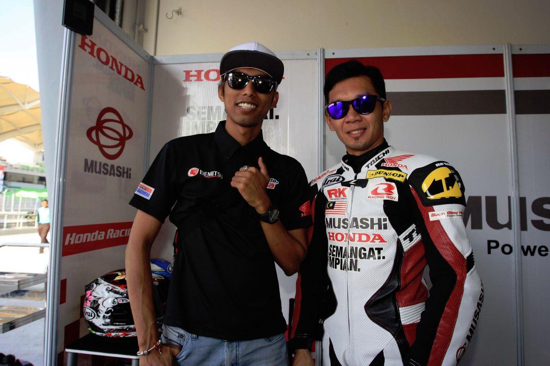 Zamri Baba (Right) and Malaysian Moto2 rider Azlan Shah Kamaruzaman (Left)