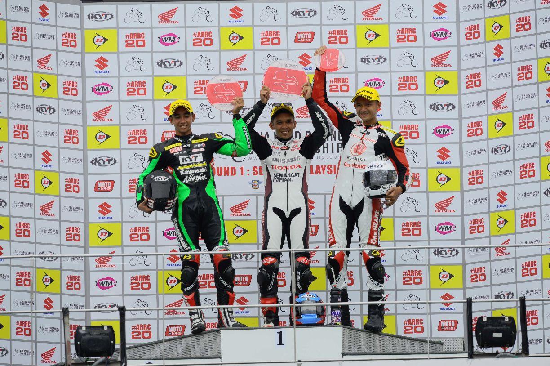 Zamri Baba on the SuperSports 600cc Race 2 podium with Yudhistira and Dimas Ekky