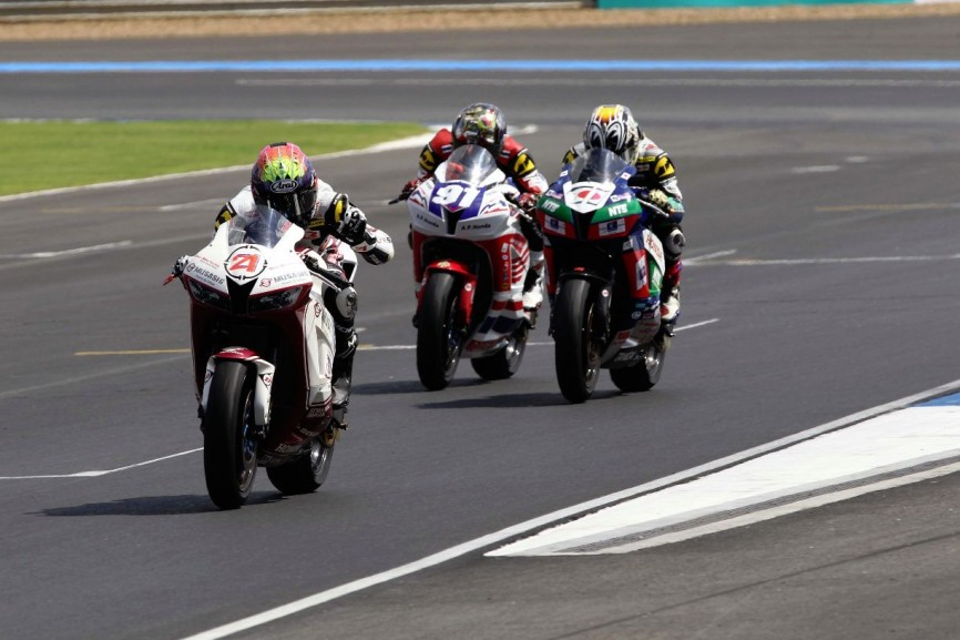 Zaqhwan finished both SuperSports 600cc races in Thailand on the podium