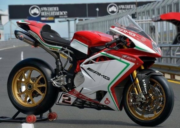 mv-agusta-f4-rc-shows-amg-logo-packs-212-hp_3